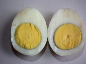 Boiled_egg_-_Two_pieces