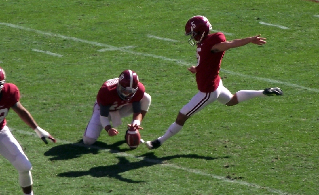 Jeremy_Shelley_kicking_for_Alabama